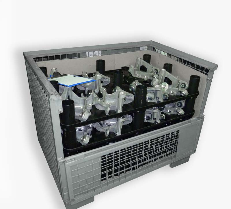 Stable plastic dividers for the transport of heavy castings in a pallet cage