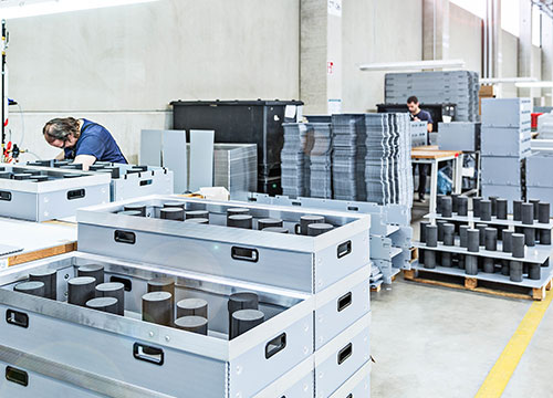Söhner Kunststofftechnik offers a widely diversified product portfolio for all kinds of industrial branches, from the automobile and automotive OEM industry to the electronics industry and trade.